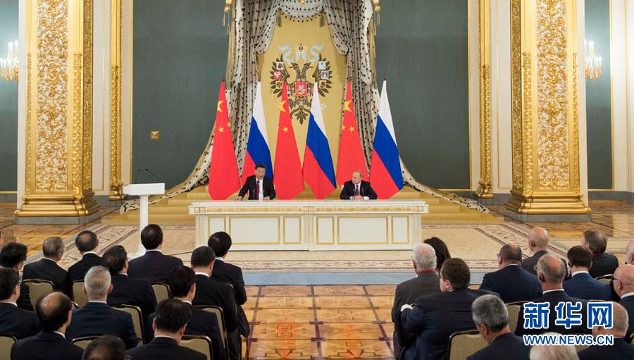 习近平同俄罗斯总统普京共同会见中俄友好和平与发展委员会 媒体和企业界代表