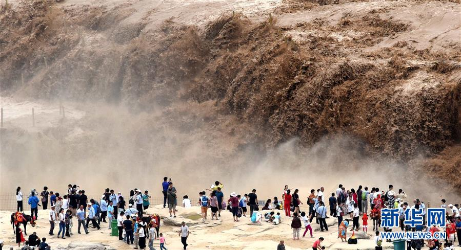 黄河壶口瀑布水量大涨 气势磅礴