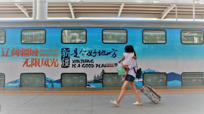 """新疆铁路打造""""坐着火车游新疆""""旅游品牌""""铁路+旅游""""释放经济带动效应"""