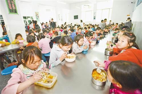 [砥砺奋进的5年]重庆实现农村贫困地区义务教育学生营养餐全覆盖 惠及200余万名学生