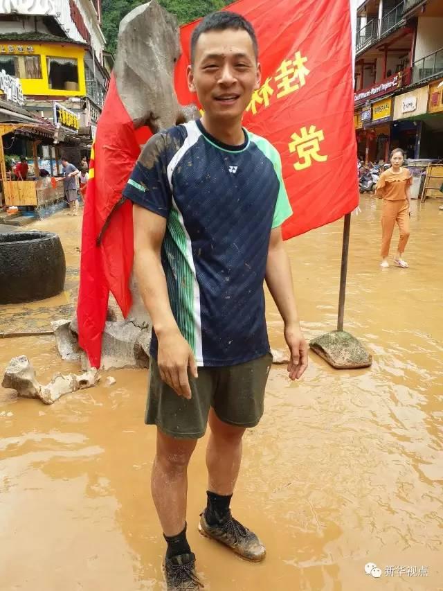 滔滔洪水中,这10个镜头再次感动我们!